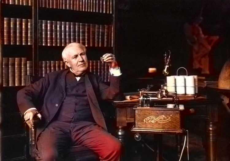 Edison tüm hayatı yeni buluşlar ve icatlar yaparak geçmişti, bu onun için bir tutkuydu.