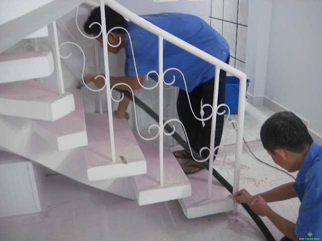 2 bước đơn giản vệ sinh cầu thang đá hoa cương hiệu quả
