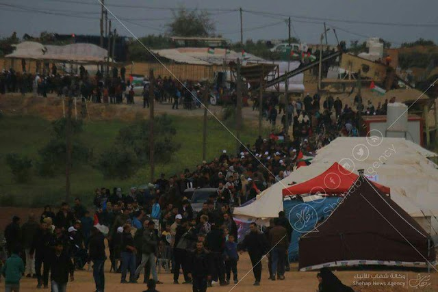 بالصور ::  الحدود الشرقية لقطاع #غزة #مسيرة_العودة_الكبرى. #أنا_راجع