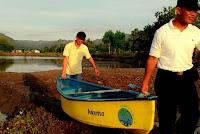 Bawa perahu Kanoe berwisata mangrove
