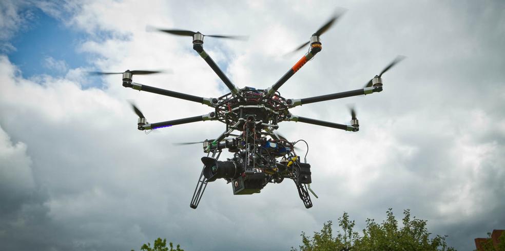 Drone trova e ripara buche stradali con una stampante 3D – VIDEO