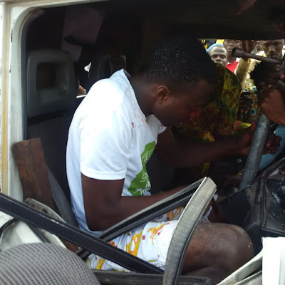 HEARTBREAKING DETAILS OF HOW A MAN GOT STUCK IN A VEHICLE AFTER A TERRIBLE ACCIDENT IN LAGOS (PHOTOS)