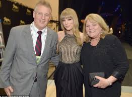 Taylor Swift Family Husband Son Daughter Father Mother Age Height Biography Profile Wedding Photos