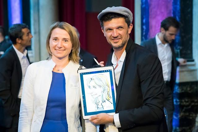 Caricaturiste en action en format digital