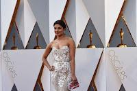 Priyanka Chopra 2016 Oscars  05.jpg