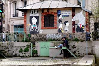 Sunday Street Art : Fred le Chevalier - Canal Saint Martin - Pont tournant de la rue Dieu - Paris 10