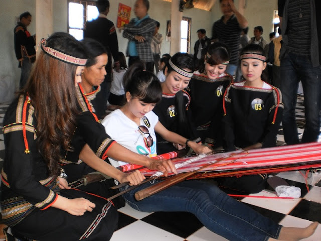 Ta Oi people's brocade weaving craft recognised as national cultural heritage 2