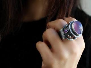 الخاتم الفضة (الدبلة الفضة) في المنام بالتفصيل