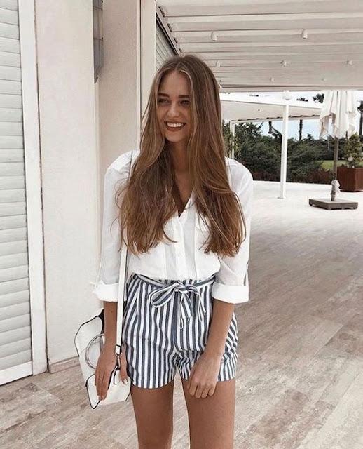 Ter ideias de montar um look com roupas que você já tem, as vezes fica um pouco difícil por não ter muitas opções. Mas saiba que o que está em alta são as roupas mais simples, como shorts jeans, shorts estampados, blusinha regatas ou sociais. Essas combinações fazem muito sucesso entre as famosas e blogueiras, pois são looks simples, mas que fazem toda a diferença. Essas são as últimas tendências de moda em roupas femininas. Os looks são sofisticados e casuais, basta você escolher o que mais combina com você. #looks #roupas #roupafeminina #casual #shorts #blusas #acessorios #tendencia #woman #mulher #girls