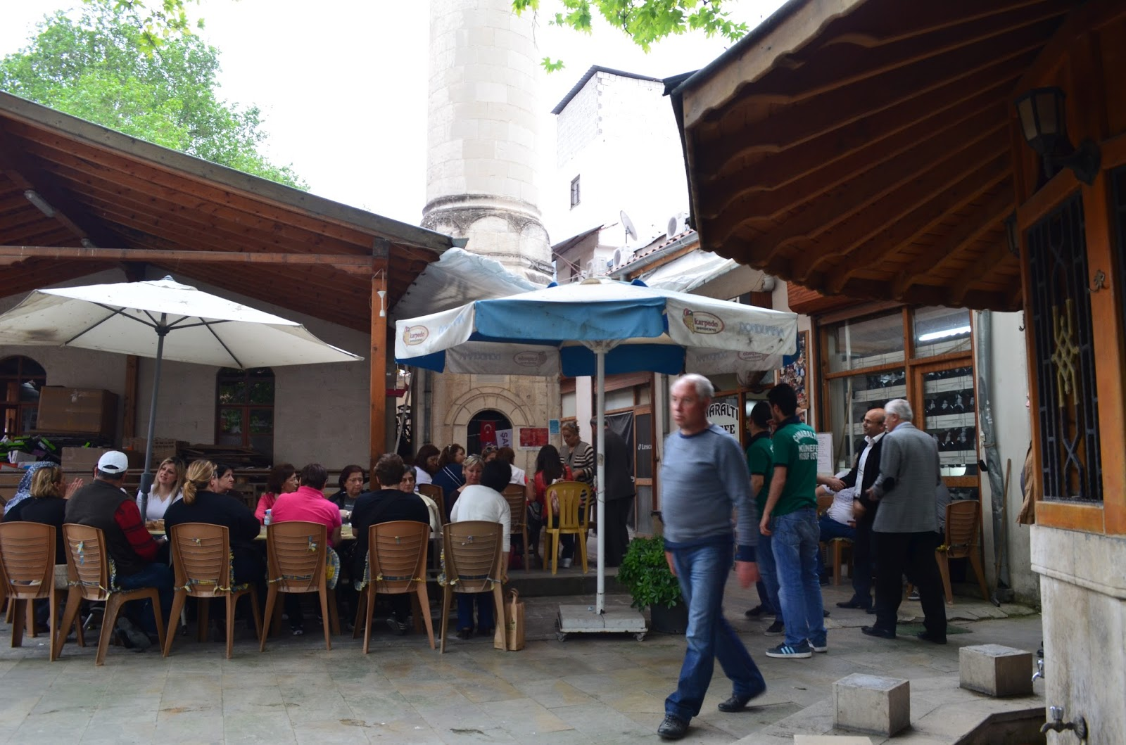 d4e3a4e70fe21 Bu işler biter bitmez bizi ikinci bir hüsran bekliyordu. Şehrin girişinde  yer alan St. Pierre kilisesi -ki restorasyonu bitmiştir mutlaka  görmelisiniz- ...