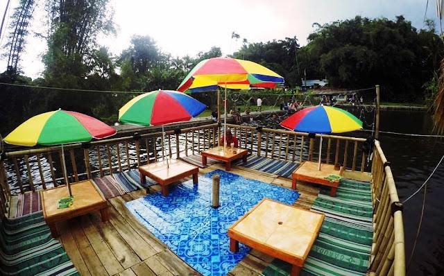 Warung Apung Kendedes Wisata Baru di Sudut Kota Malang, Anda bisa memancing, Berenang di pemandian sumber kendedes
