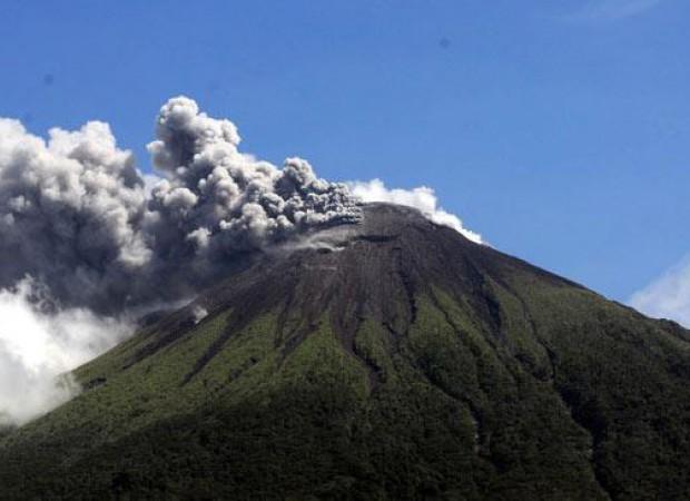 15 Tempat Wisata Terkenal yang ada di Maluku Utara -Gunung Api Gamalama