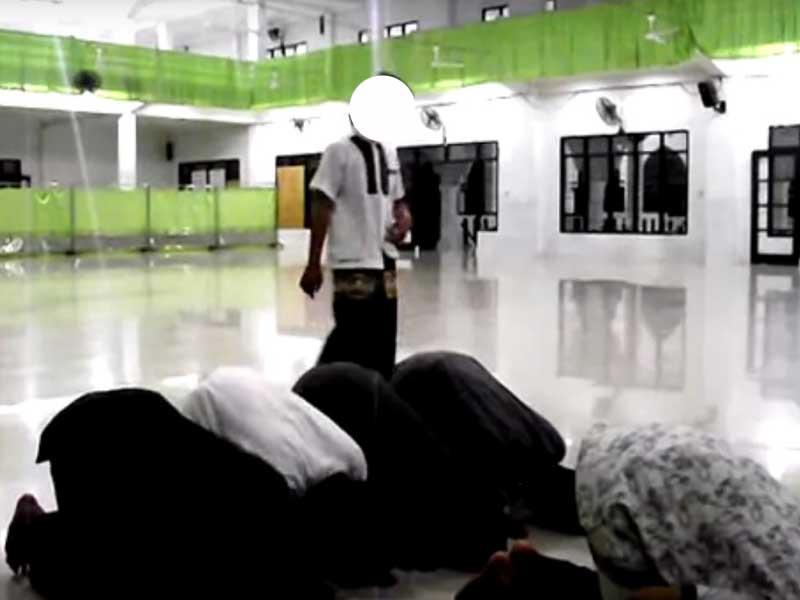 Ini Ruginya Kalau Suka Terlambat Datang Ke Masjid Waktu Shalat Berjamaah
