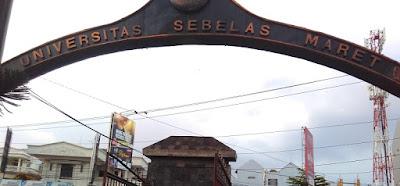 Ilham Lakukan Pengukuran Topografi Jalur SPAM di UNS Surakarta www.guntara.com