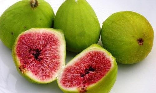 Chữa mụn cơm bằng trái sung tươi