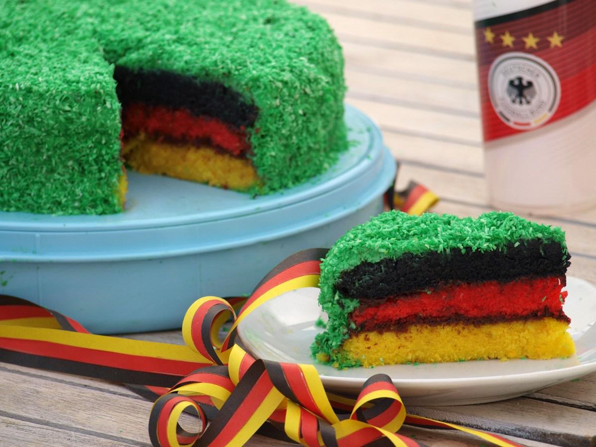 Mittwochs mag ich, Mmi, Frollein Pfau, Mom's Blog, Fußballkuchen, EM WM Kuchen, Regenbogenkuchen, EURO 2016