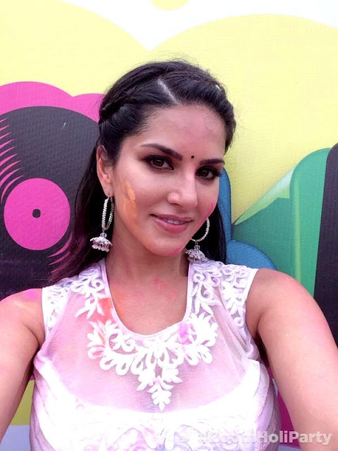 Sunny Leone Playing Holi Hot Bollywood Actress Dirty Pics - Neeshucom-7599