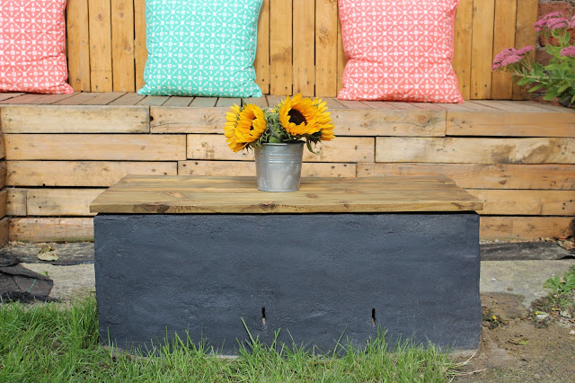 garden ideas with tables