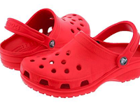 Penemu Sandal Crocs: Scott Seamans, Lyndon Hanson, George Boedecker, Jr.