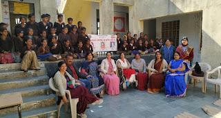 60 विद्यार्थियों को स्वेटर वितरित