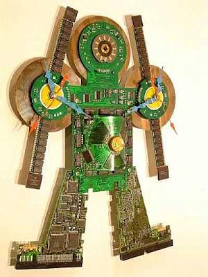Robot hecho con partes de computadoras recicladas
