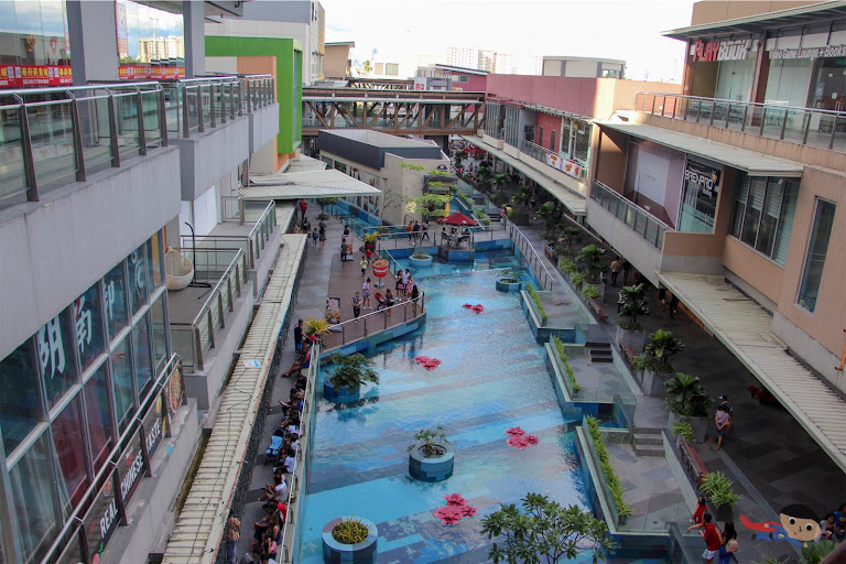 A mall perfect for chilling in Makati City - Circuit Lane