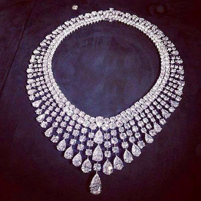amazing dimond neckless wallpaper