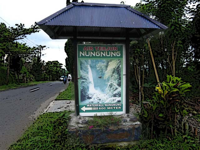 signpost directions to the waterfall Nungnung
