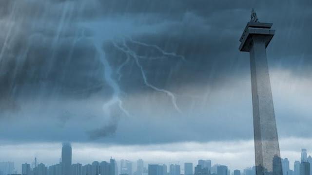 Lama Kemarau, Jakarta Hujan Usai Prabowo-Sandi Mendaftar, Pertanda?
