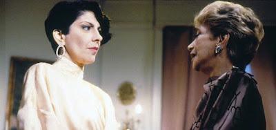 As atrizes Marília Pêra e Celia Biar em cena de Brega & Chique (1987); personagem de Marília era preconceituosa