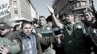 El sindicato de Camioneros marchará esta mañana al Ministerio de Trabajo por un conflicto con una cadena mayorista. No obstante, ya adelantó su malestar por el aumento en colectivos y trenes.