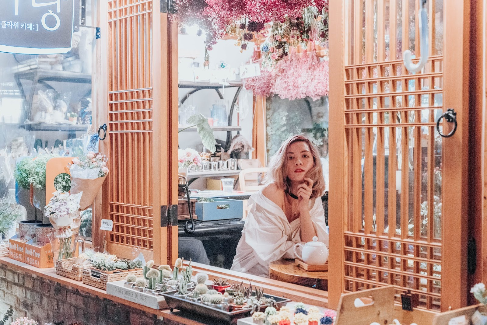 korea travel guide, seoul travel guide, seoul, korea, bukcheon, hanok village, insadong, travel guide, travel, seoul tourism, travel blog, and other stories, chloe girl, mejuri necklace,