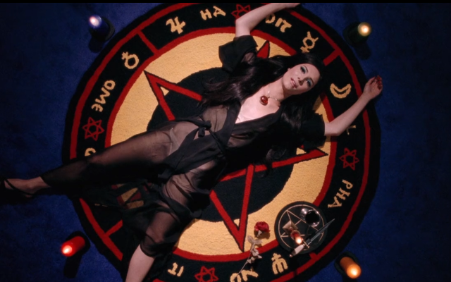 Cena de The Love Witch (2016)