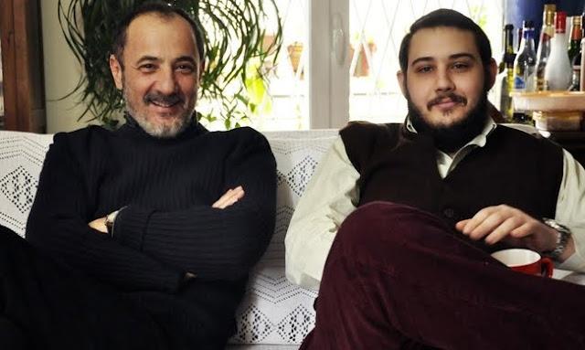 Ο γιος του Στέλιου Μαϊνα που φοίτησε στο τμήμα θεατρικών σπουδών στο Ναύπλιο σκηνοθετεί την μητέρα του