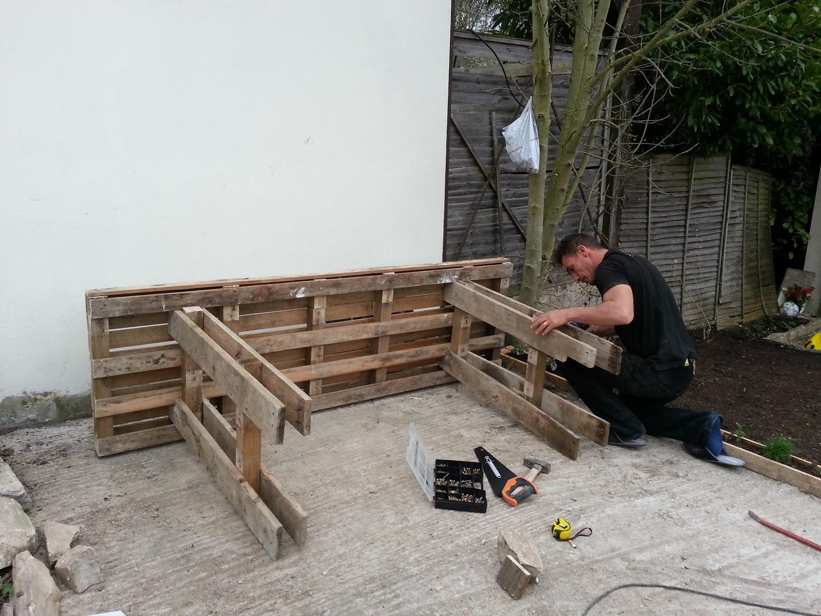recycle palette 77 table en bois de palette. Black Bedroom Furniture Sets. Home Design Ideas
