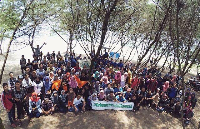 200 Sukarelawan Bersihkan Sampah Pantai Bopong