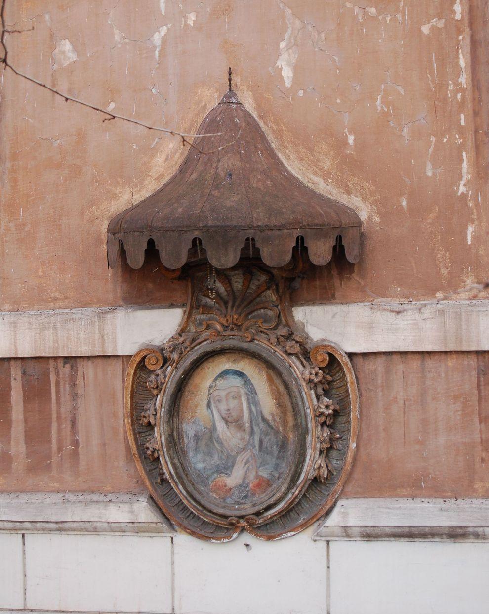 a na rogu każdej kamienicy obraz Matki Boskiej … Częstochowa? Nie, to RZYM!