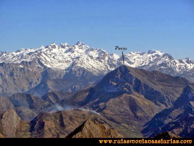 Ruta Pico Vízcares: Desde la cima del Vízcares, vista del macizo Occidental de Picos de Europa y el Pierzu