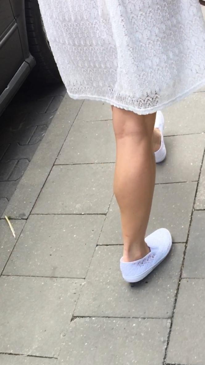 muscle Asian legs girl