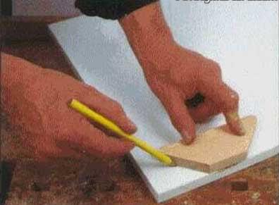 Выпилить деревянную вставку вместо поврежденного участка мебели