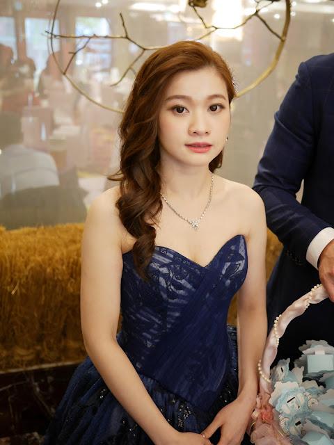 台北新秘 | 淡水新秘 | 台北新秘推薦 | 台北新娘秘書 | 新秘Summer | 送客造型2018 | 新娘造型2018 | 側邊捲髮造型 | 寶藍色禮服造型