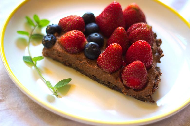 truskawkowa tarta bez pieczenia fit