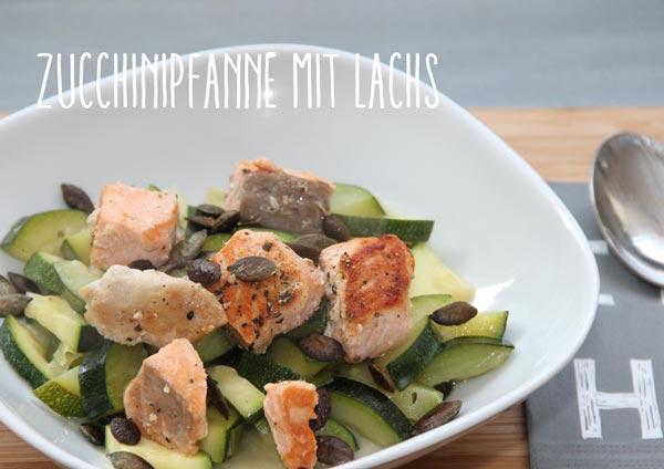 Teller mit Zucchini und Lachs