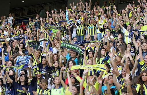 More than 41,000 women and children watch Fenerbahçe play against Manisapor