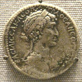 Moneda de Cleopatra acuñada en Siria