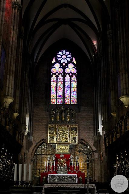 Katedra Jana Chrzciciela na Ostrowie Tumskim kolano muchy