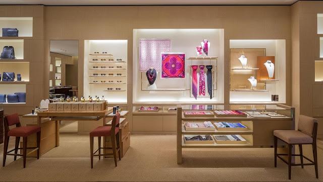 Mercadorias na Louis Vuitton na Califórnia