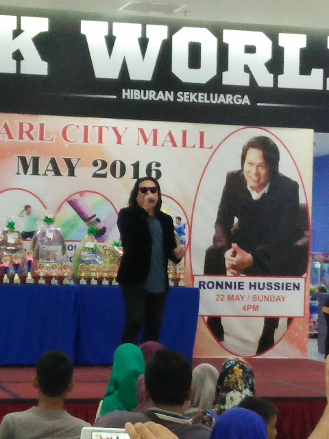 Persembahan Live Ronnie Hussein