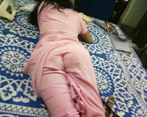 indian aunty buttocks