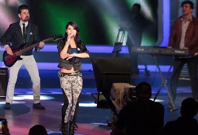 Foto de Playa Limbo cantando en TV